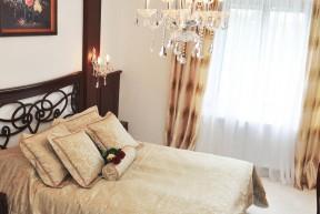 Vychutnejte si ten pravý a elegantní styl! Jedinečný interiér společně s originálním nábytkem vás nadchnou! Budete se cítit jako v pohádce o eleganci!